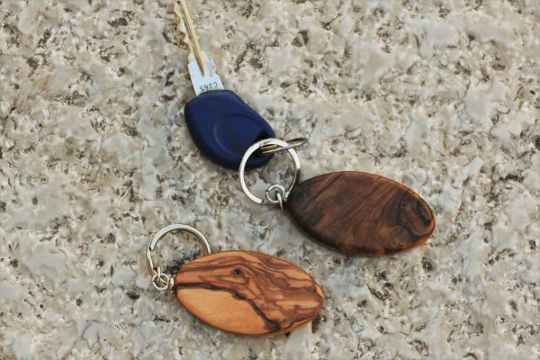 olive wood key ring S - old & new