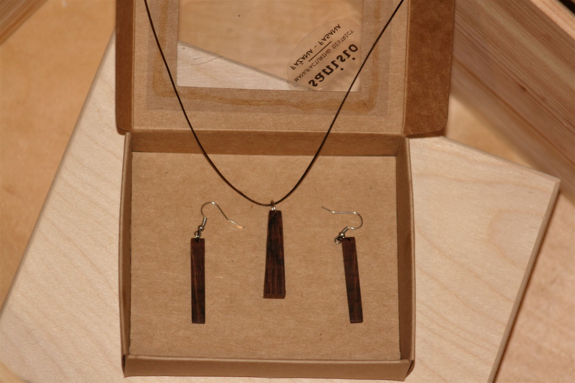 holm oak wood unique handmade jewellery set sanisio design wooden earrings necklace pendant