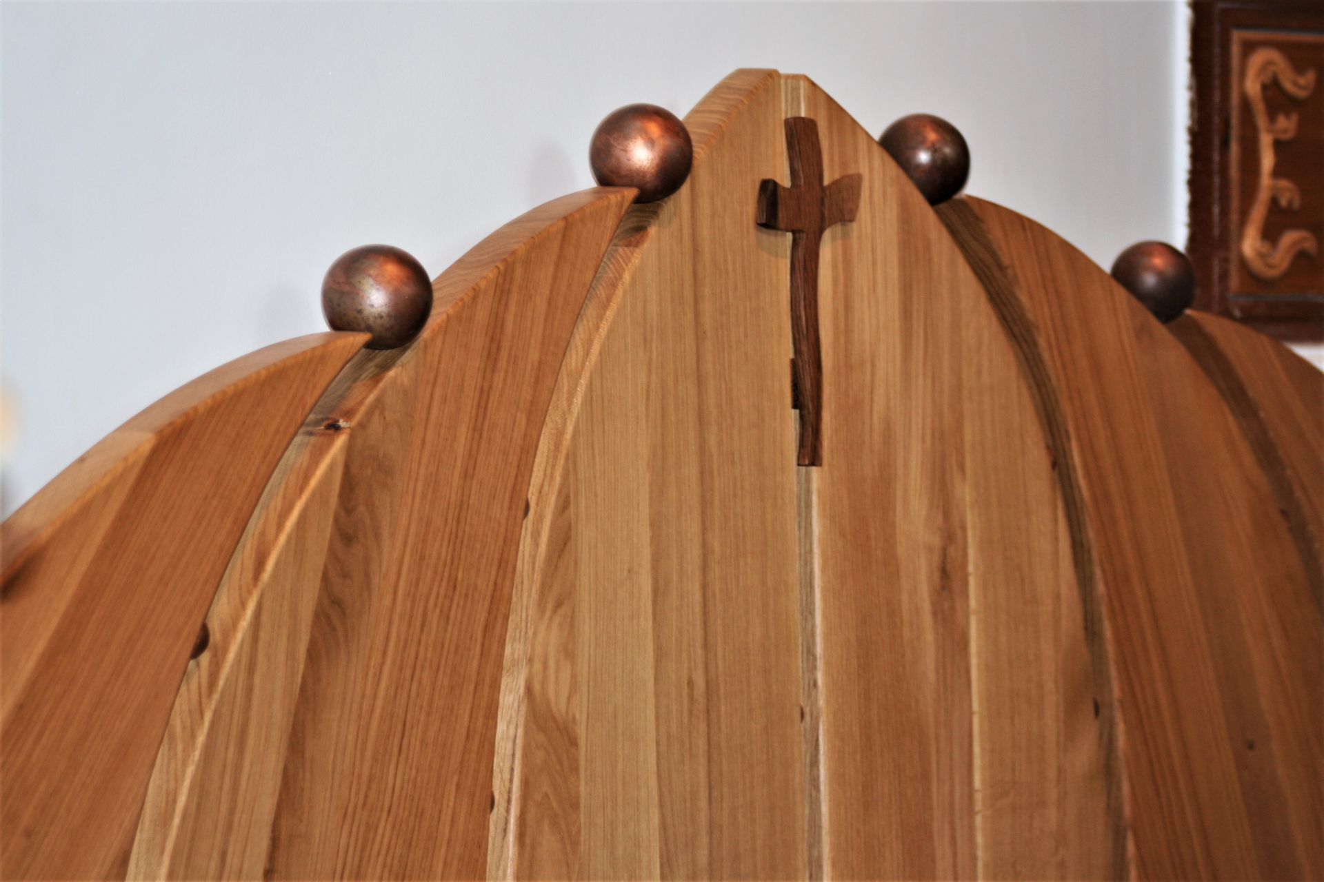 sacral wooden design Fazana church bench detail cross sanisio