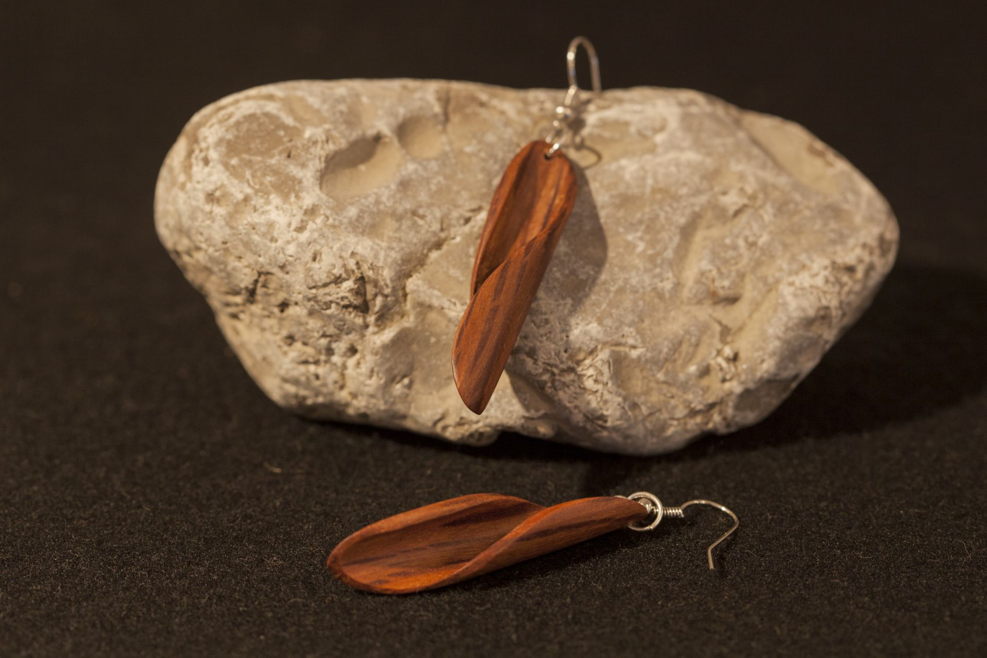 wooden earrings Arista sanisio holm oak