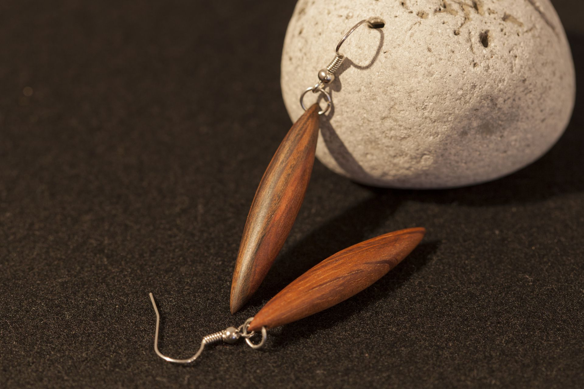 wooden earrings Charis sanisio holm oak