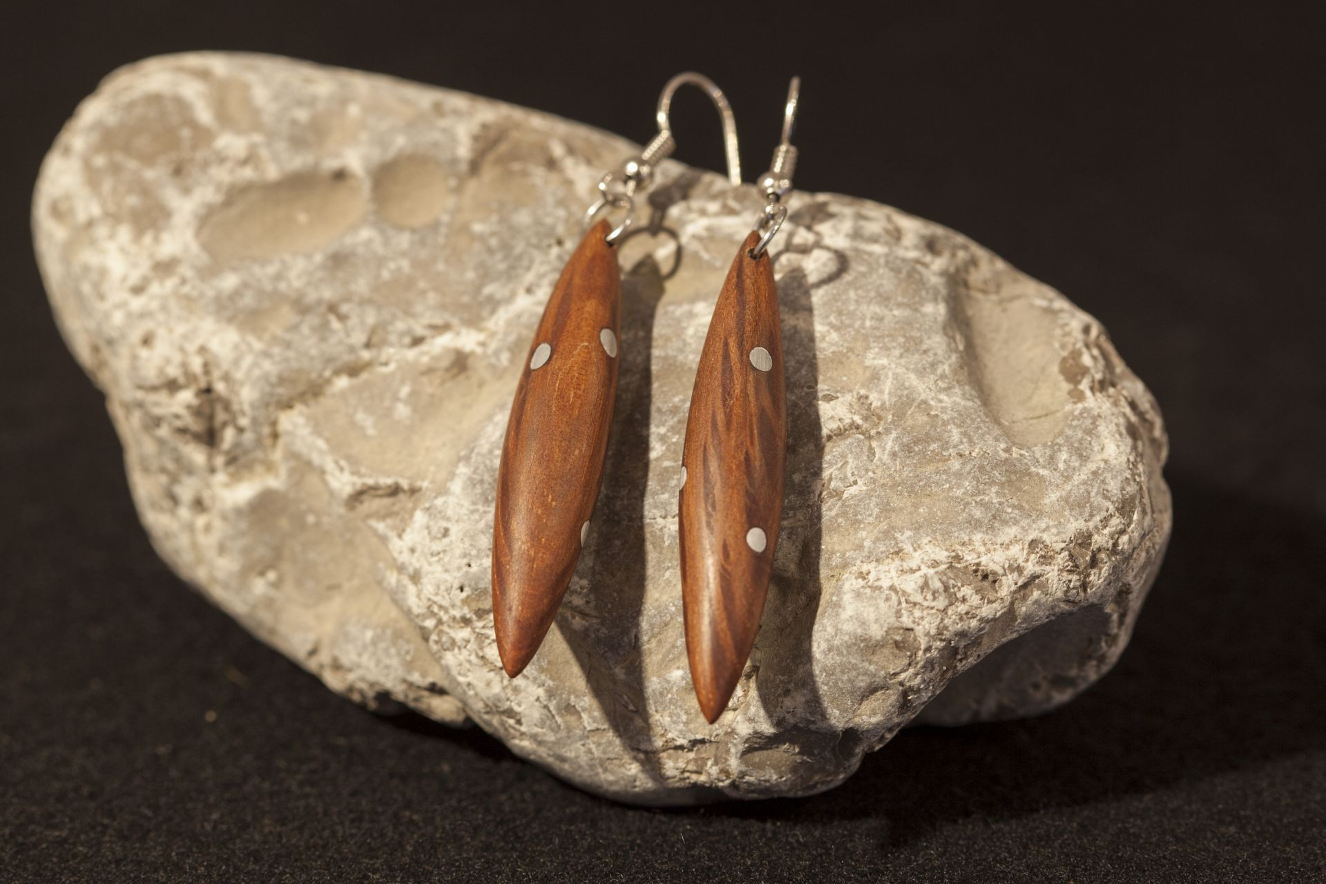 wooden earrings Charis sanisio holm oak aluminum wire
