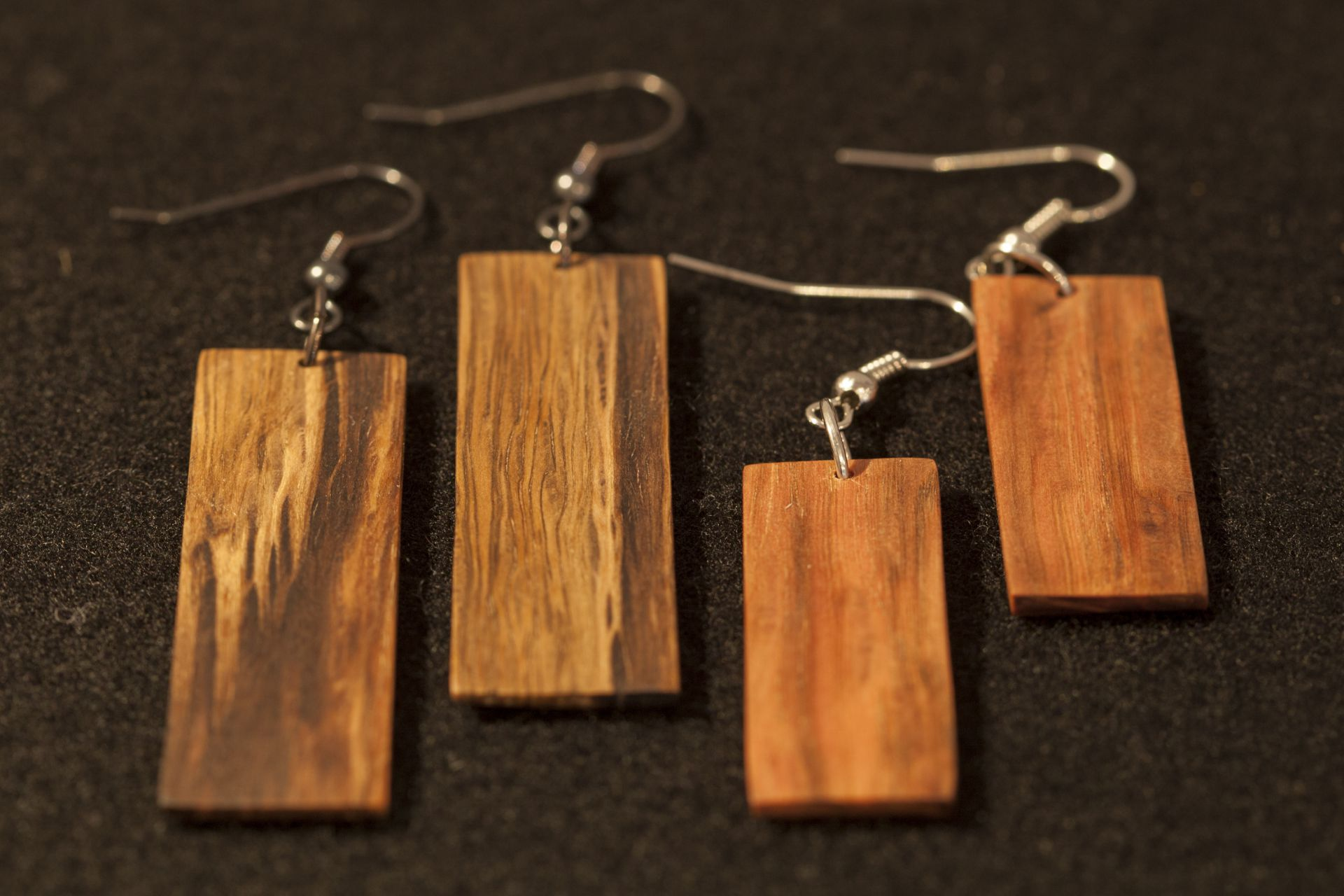 wooden earrings Cyra sanisio holm oak