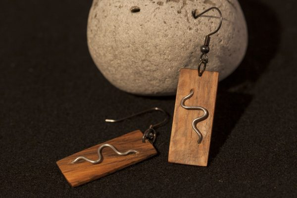 wooden earrings Cyra sanisio holm oak aluminum wire